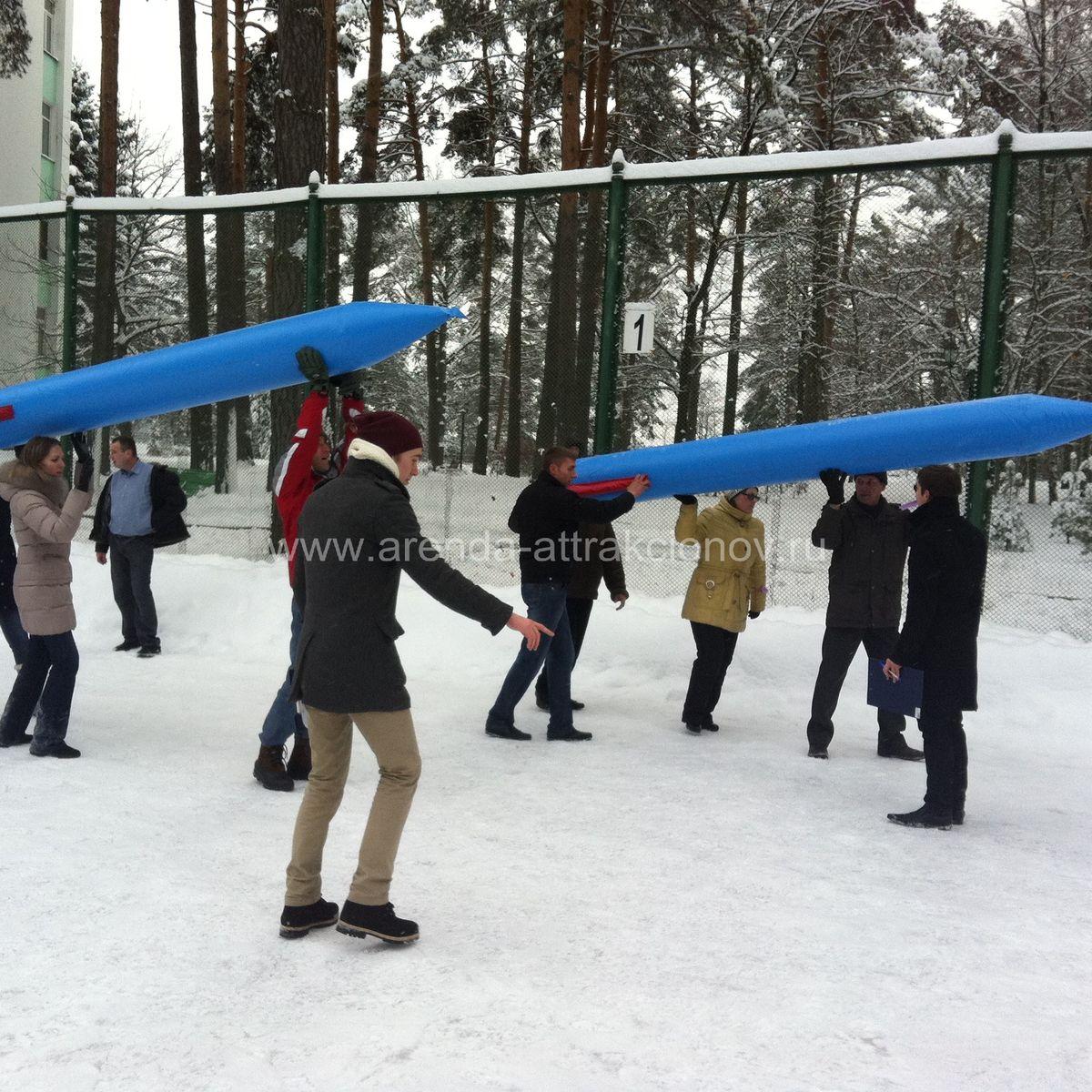 Аттракцион командная ракета на мероприятии зимой.