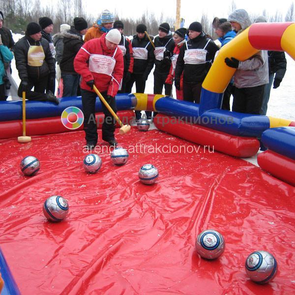 Аттракцион Бильярдбол на детском мероприятии зимой.