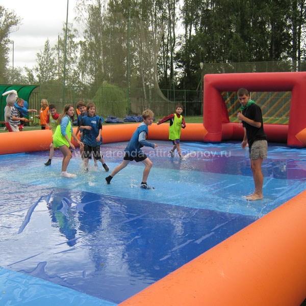 Скользкий футбол наполненный водой на мероприятие
