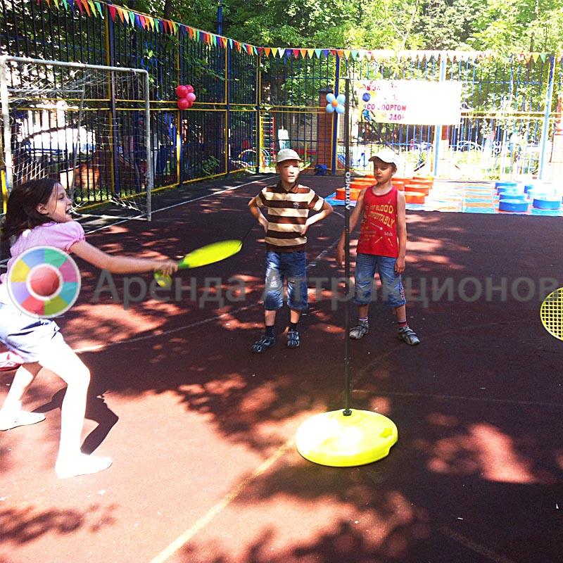 Аттракцион Закрутиха малая на мероприятии на детской площадке.