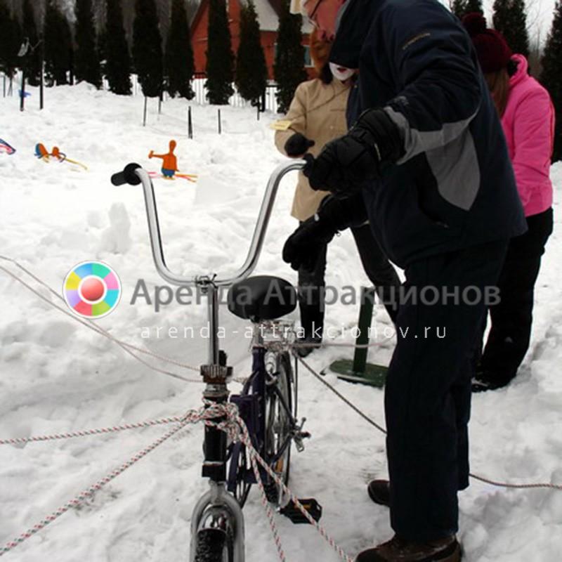 Аттракцион Мустанг на зимнем мероприятии.