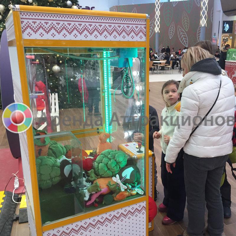Автомат с игрушками и гостями