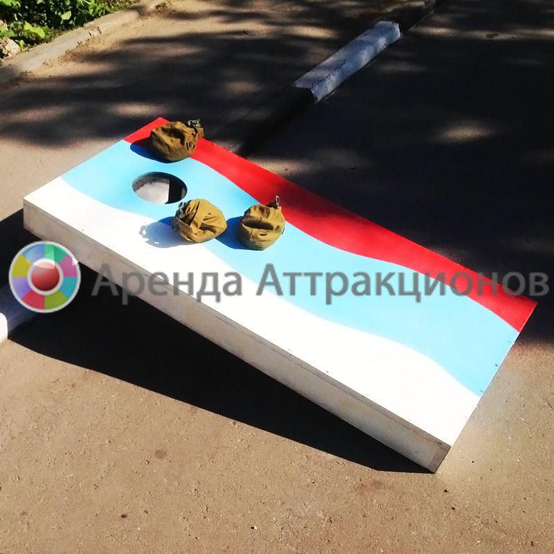 Корнхол раскрашенный в цветах РФ.