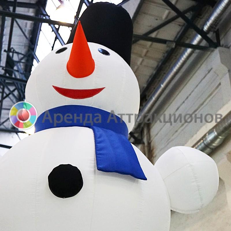 Аренда надувной декорации Снеговик