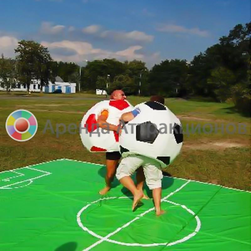 Футбол сумо на мероприятии.