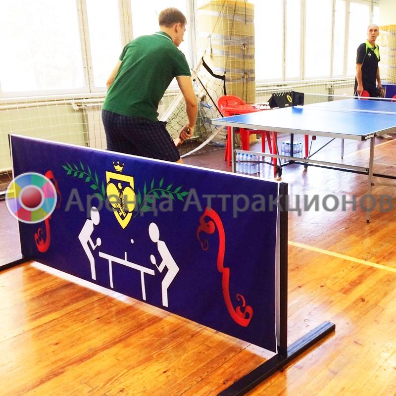 Бортики для баннеров на соревнованиях по теннису.