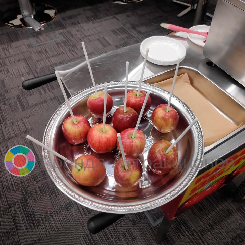Яблоки в карамели на праздник