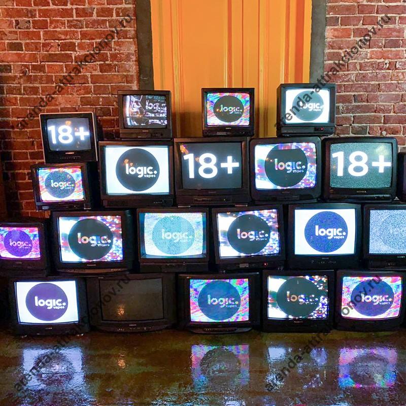 Стена из телевизоров с записанным роликом