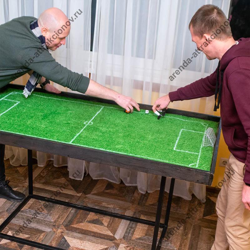 Стол с полем для игры футбол на пальцах