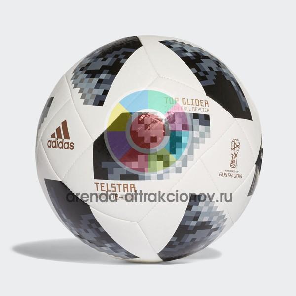 Профессиональный мяч к футболу в биноклях