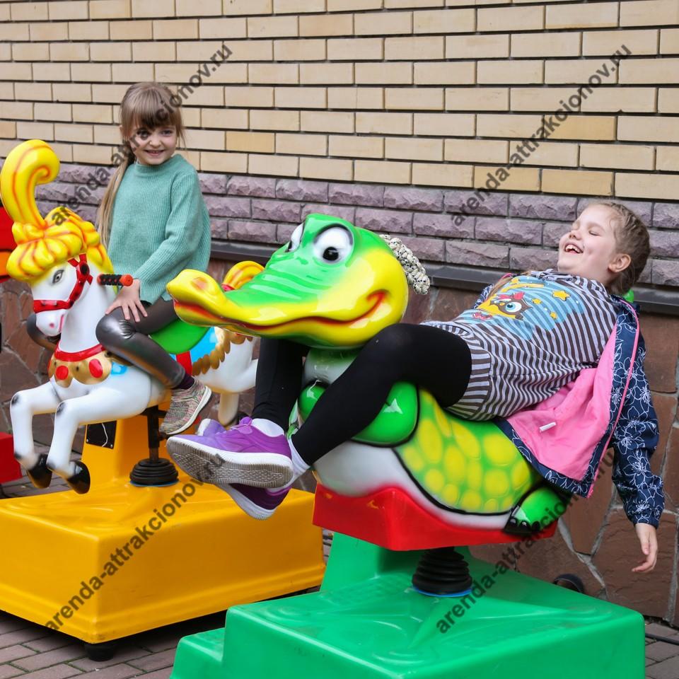 Детские качалки на городской праздник