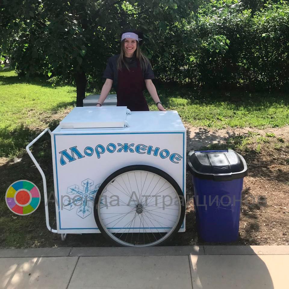 Тележка с мороженым на мероприятии